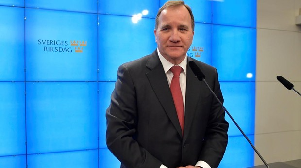 El primer ministro de Suecia, el socialdemocráta Stefan Löfven, ofrece una rueda de prensa tras su elección en el parlamento para un segundo mandato