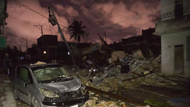 Una calle de La Habana tras el paso del tornado