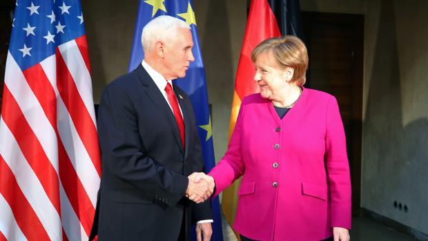 Angela Merkel y Mike Pence, en la Conferencia de Múnich