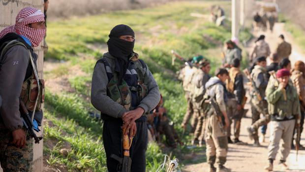 Avanza la evacuación de civiles del último bastión de Daesh