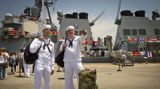 Dos marinos estadounidenses llegan a la base de Rota en Cádiz