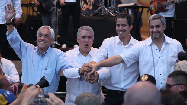 El presidente de Chile, Sebastián Piñera; el presidente de Colombia, Iván Duque; el jefe del Parlamento venezolano, Juan Guaidó; el presidente de Paraguay, Mario Abdo Benitez, participan en el concierto por Venezuela en Cúcuta (Colombia)