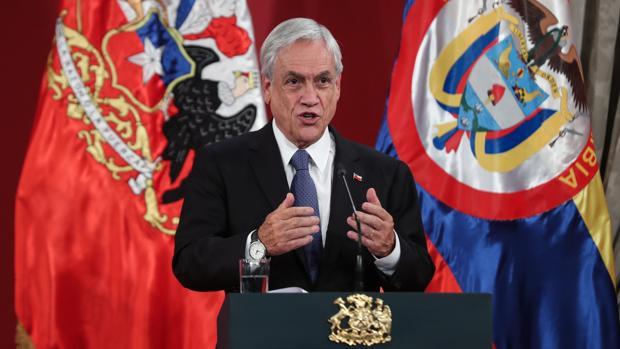 El presidente de Chile, Sebastián Piñera, participa en una conferencia de prensa este jueves en el Palacio de La Moneda en Santiago de Chile