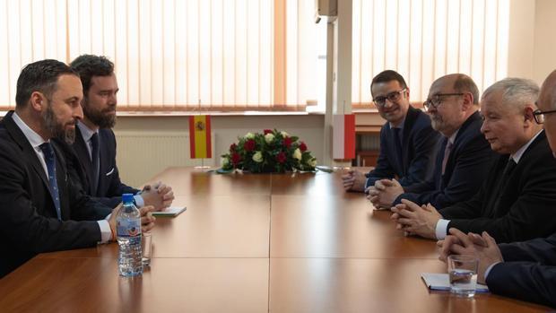 Vox se acerca a ECR, grupo europeo donde están los nacionalistas flamencos aliados de Puigdemont