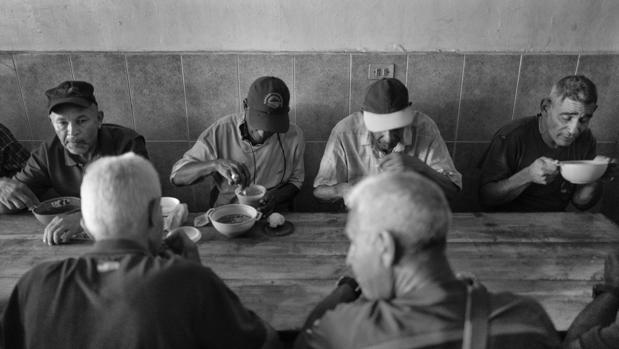 Casa de María, que empezó dando de comer a unas cien personas, atiende ahora a más de 400