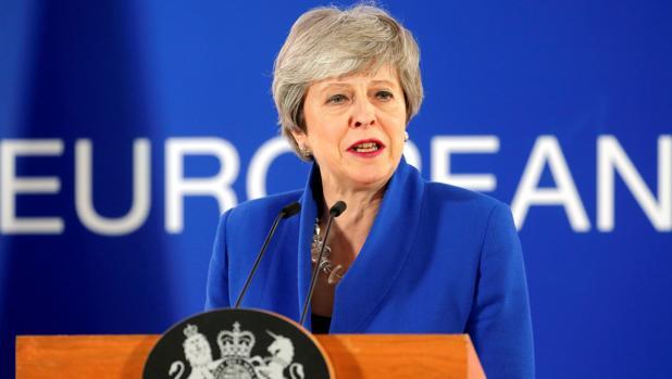 La primera ministra británica, Theresa May, ofrece una rueda de prensa tras una cumbre especial de la UE