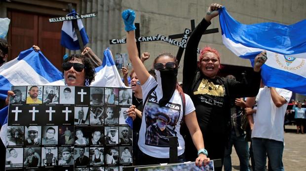 Manifestantes protestan contra el régimen de Daniel Ortega este viernes en Managua