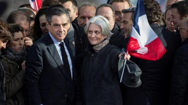EL ex primer ministro François Fillon y su esposa Penélope, en una imagen en 2017