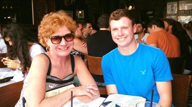 Thomas Summerwill junto a su madre