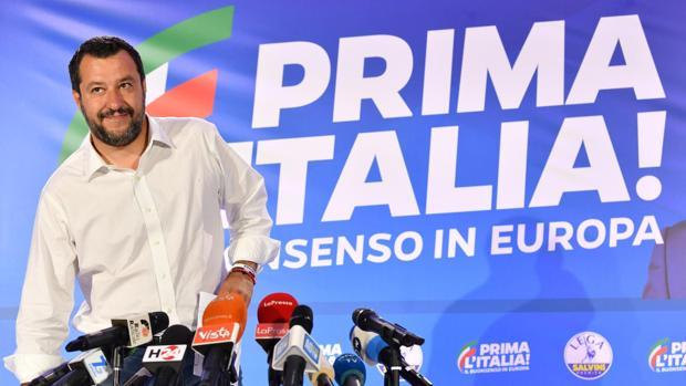 El vicepresidente italiano y ministro del Interior, Matteo Salvini, ofrece una rueda de prensa en la sede de la Liga