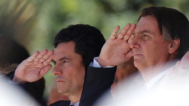 El superministro Sergio Moro junto al presidente de Brasil, Jair Bolsonaro