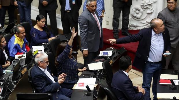 Regresan los diputados chavistas al Parlamento de Venezuela