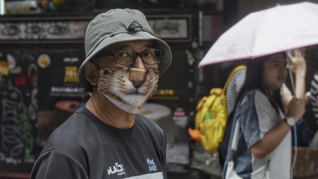 La «ley antimáscaras» desata otra batalla campal en Hong Kong