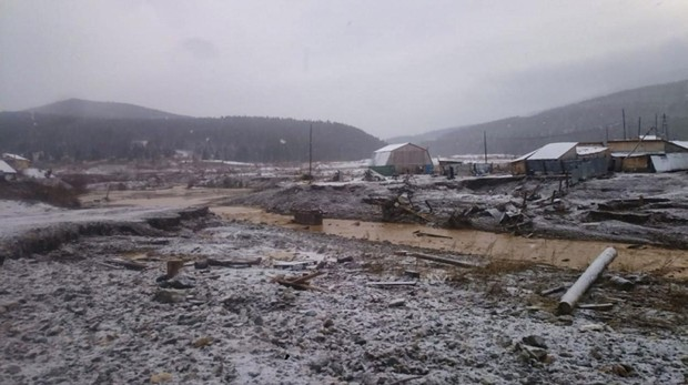 Al menos 15 muertos y 13 desaparecidos en la rotura de un dique en una mina de oro siberiana