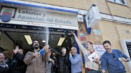 Fotografía de la administración de lotería El Puerto, situada en el barrio de El Cabanyal de Valencia