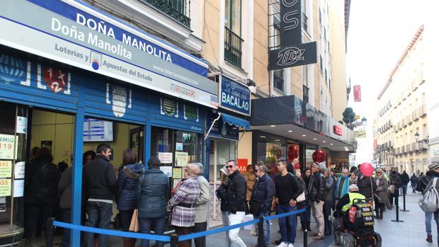 Colas en la administración de Lotería de Doña Manolita, en la calle del Carmen