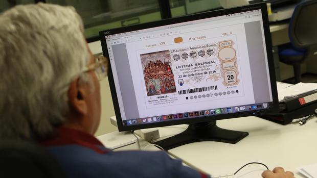 Imagen de archivo en la que se pueden observar algunos elementos de seguridad: código de barras, numeración o tintas específicas...