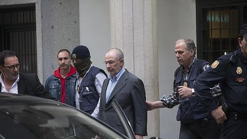 Rodrigo Rato siendo detenido en su domicilio