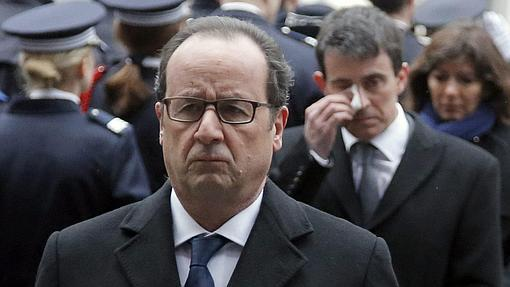 El presidente francés, François Hollande, desconsolado tras el ataque terrorista