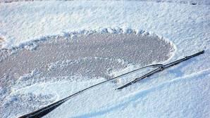 Los métodos más efectivos para quitar el hielo del parabrisas del coche