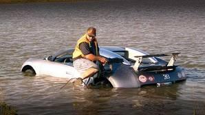 Otro millonario Bugatti Veyron termina arruinado, esta vez en el agua