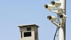 Ojo al móvil y al cinturón: Tráfico vigilará con cámaras las vías secundarias