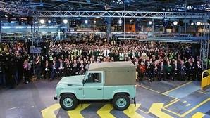 El último Land Rover Defender sale de Solihull