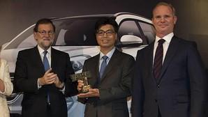 Mariano Rajoy entregó el premio al «Mejor Coche del Año 2016» a Hyundai