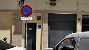 Estas son las diferencias entre una detención, una parada y un estacionamiento