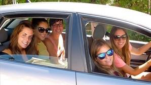 Esto es lo que no soportas de tus amigos viajando en coche