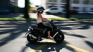 Cómo afrontar las rotondas en moto sin riesgos extras