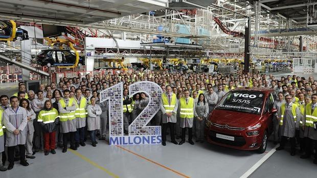 Este Citroën C4 Picasso de color rojo rubí fue el vehículo 12 millones producido en Vigo