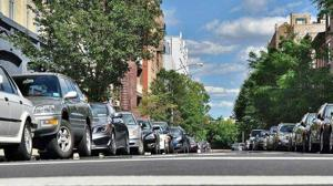 Madrileños y barceloneses gastan unos 634 euros al año en aparcar en el centro