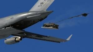 Vídeo: Así lanzan los militares sus 4x4 desde el aire