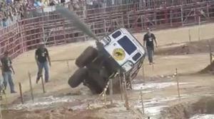 Vídeo: Este Land Rover Defender pasa por donde le digas… y más allá