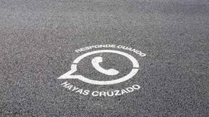 Talavera de la Reina rotula pasos de cebra con el icono de Whatsapp para evitar atropellos