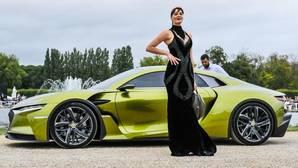 Concurso de Elegancia de Chantilly: coches de lujo acompañados por modelos de ensueño