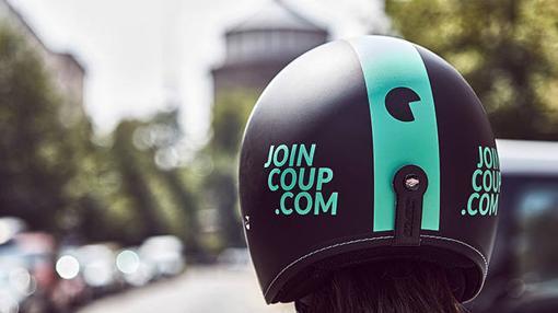 Los escooters disponen de casco para el usuario