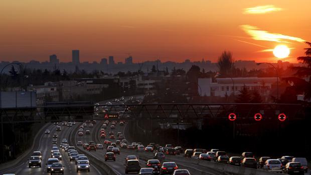 Vista de la contaminación de Madrid desde la carretera de La Coruña