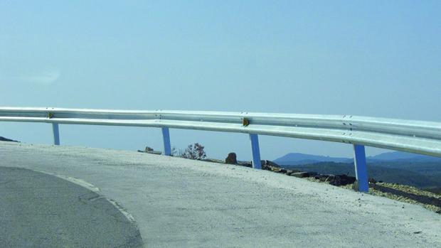 Cientos de barreras protectoras en carretera defectuosas