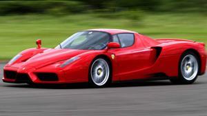Vídeo: Conducen un Ferrari de 1,2 millones como un coche de rallys