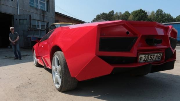 Fabrica a mano su propio Lamborghini