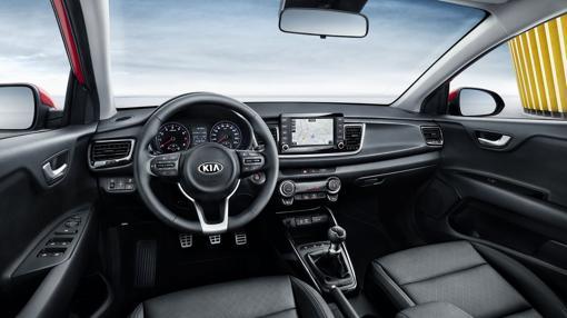 El interior del nuevo Kia Rio ha ganado muchos enteros. El puesto al volante se orienta ahora hacia el conductor y la calidad es superior.
