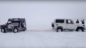 Vídeo: ¿Qué tira más, un Defender o un Land Cruiser?