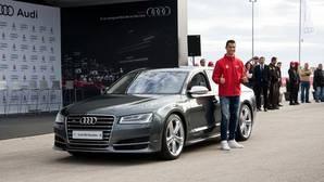 Los jugadores del Madrid practican con sus Audi en plan videojuego