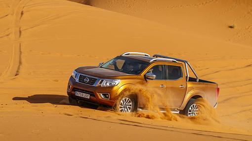 Incluso en las dunas más densas el Navara se comporta sin miedo