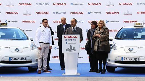 Marco Toro, CEO de Nissan, con la Alcaldesa de Madrid Manuela Carmena