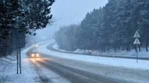 Los coches que circulan con las luces de día son visibles a más del doble de distancia