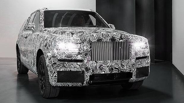 Poderosa imagen frontal del primer todoterreno de Rolls-Royce, el Cullinan