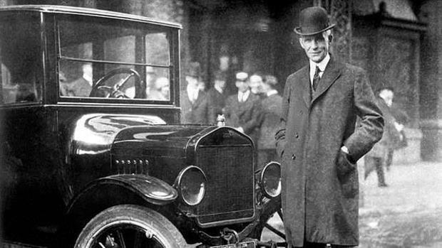 Henry Ford y su Ford T, el primer coche fabricado en serie